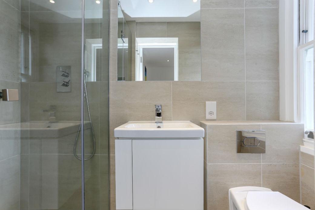 modern-bathroom-one-bedroom-apartment-in-kings-cross