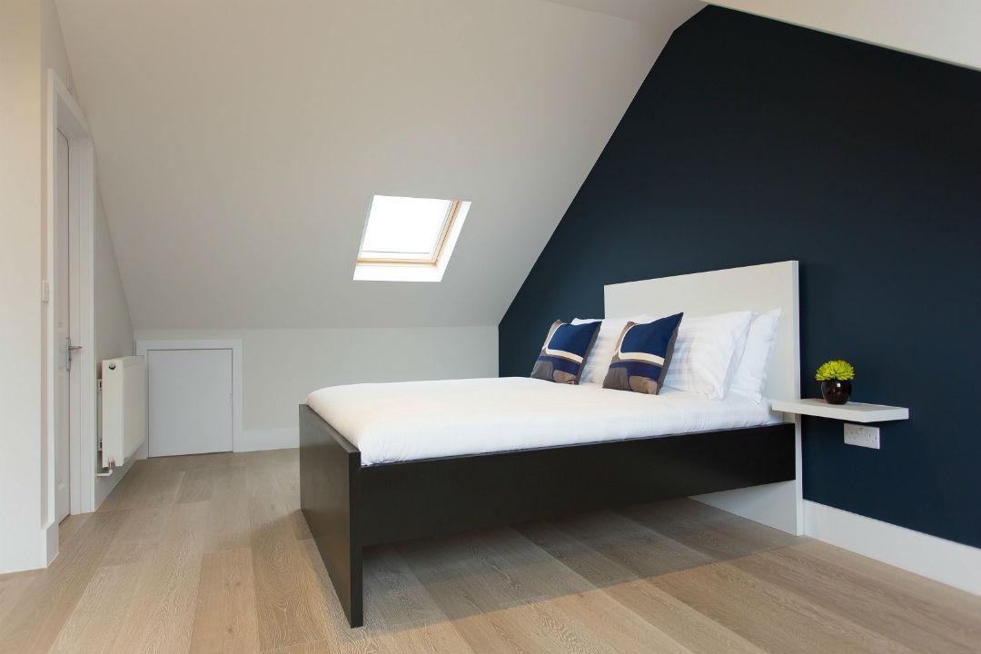 spacious-top-floor-studio-flat-holloway-london