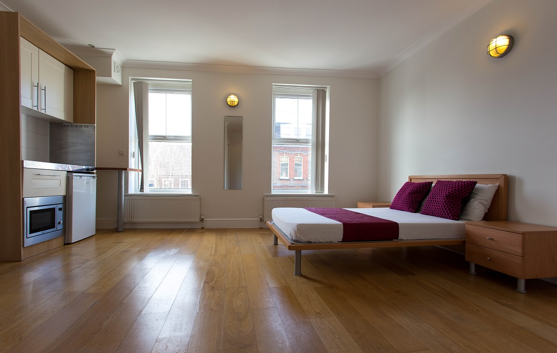 Spacious and bright long let studio apartment in West Hampstead