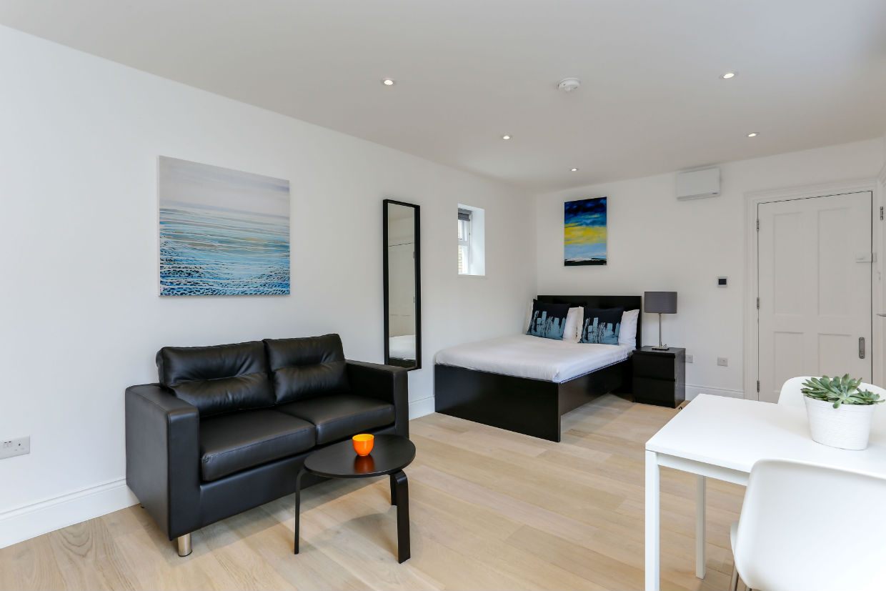 bright-and-spacious-studio-flat-kings-cross-london-with-double-bed-and-sofa