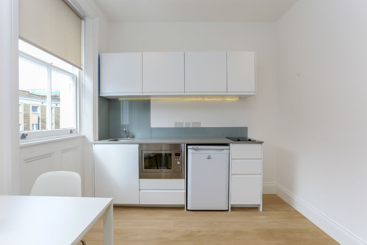 modern-kitchenette-one-bedroom-apartment-in-kings-cross