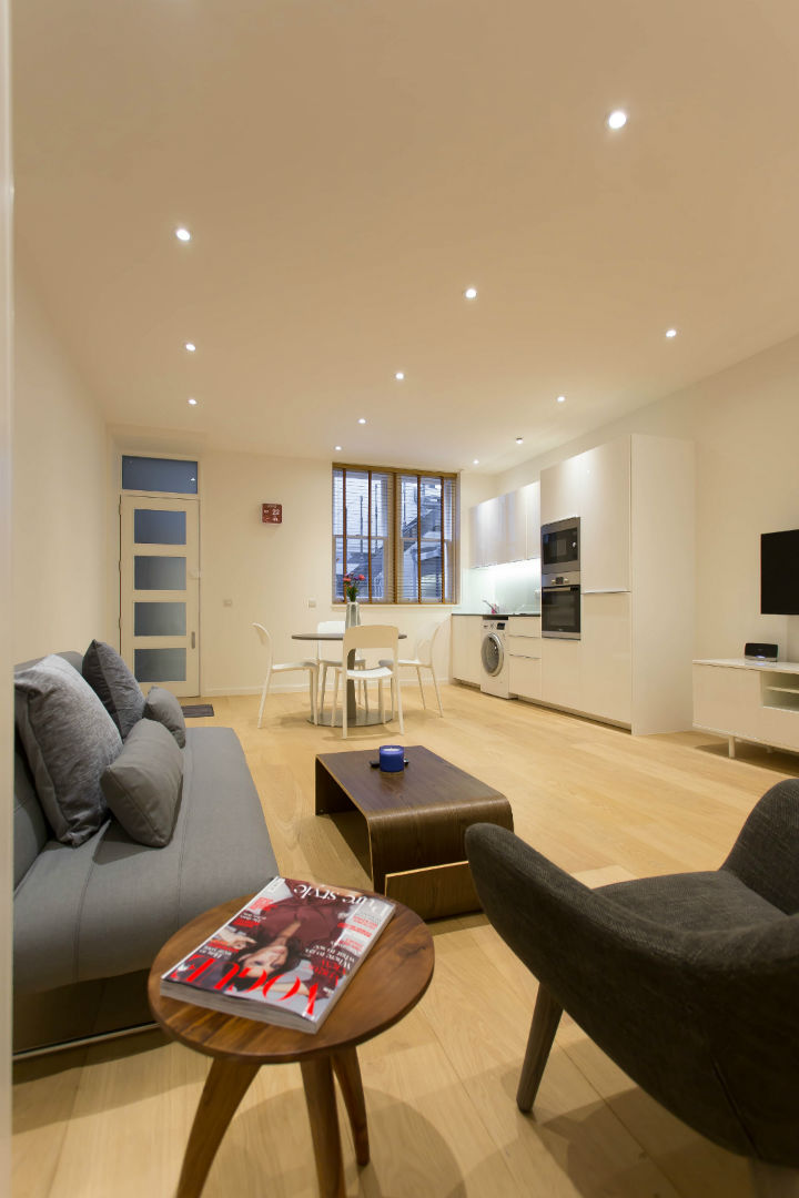 Studio flat in the heart of London with modern furniture and wooden floors