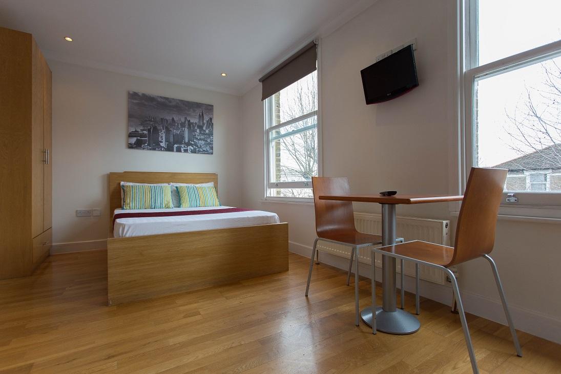 Spacious and bright long let studio apartment in Shepherds Bush London